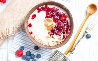 Quinoa porridge with warm berries