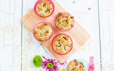 Rhubarb-vanilla-muffins with crumbles