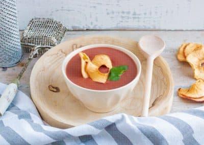 Rote-Bete-Suppe mit Apfelchips