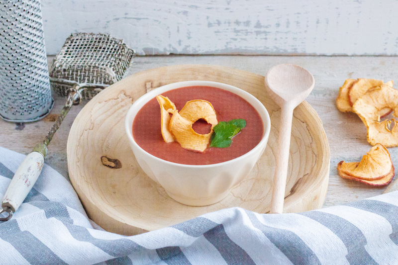 Cremige Rote-Beete-Suppe mit Apfelchips